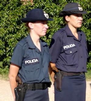 20080602183321-2008-policias-femeninas.jpg