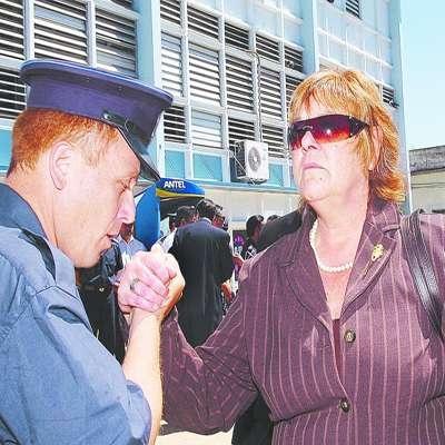 20080602183807-ministra-tournee-y-policia-sindicato.jpg