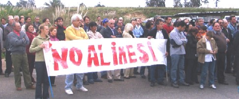 LAS PIEDRAS. Vitivinicultores y sidreros protestaron frente al Inavi rechazando el IMESI a sus productos.