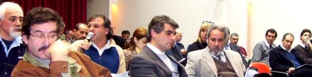 CANELONES. El Ministro Rossi y 9 sectores del transporte reunidos para modificar el transporte canario