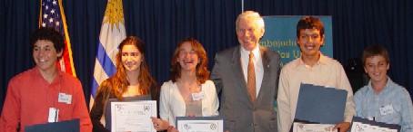 Renzo Costa del liceo de Tala y Lucía Recalde del liceo de Las Piedras se van a los EEUU como embajadores juveniles.