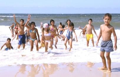 Viaje hacia el mar, de los niños de Inau
