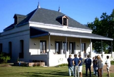 El Domaine Castelar antigua casa del Dr. Cándido Juanicó restaurada y remodelada