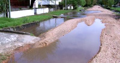 Errores en la reconstrucción vial, causan desastre por inundaciones.