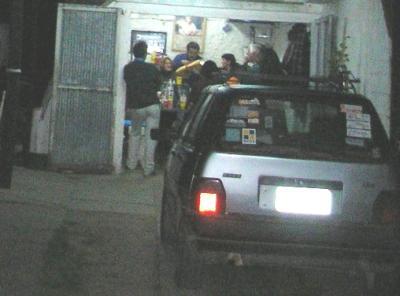 Roban auto de Edil canario de la puerta de la Junta Departamental.
