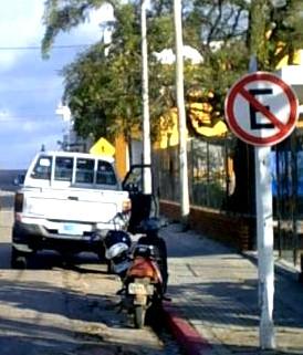 Camioneta de la Comuna, en infracción flagrante.