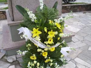 Ofrenda floral al padre de los orientales