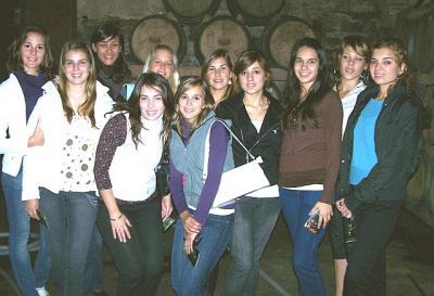 Entre estas jóvenes esta la Reina de la Vendimia 2008