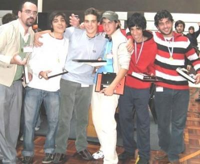 Alumnos del Liceo 1 ganaron competencia de robótica