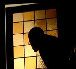Detrás de las ventanas hay vecinos con miedo