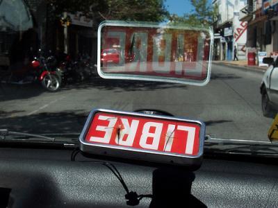 Llaman a licitación: a 150 mil pesos la chapa habrá taxis en 17 ciudades canarias