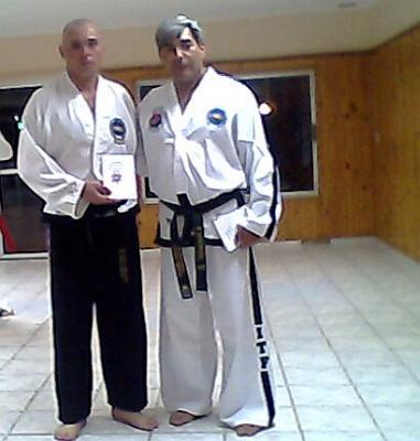 Maestro de Taekwondo vino a impartir últimas técnicas