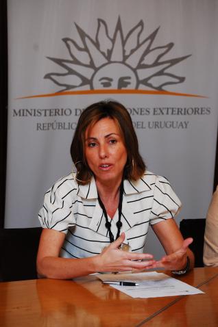 Canarias dará 'un salto cualitativo' en sus relaciones con Uruguay